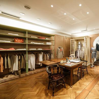 Modehaus Grüner: Store in der Burggasse - Damen - Verbinung zwischen Herren & Damen (Bild 5 von 6)