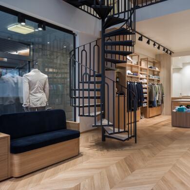 Modehaus Grüner: Store in Velden - Herren - Eingangsbereich (Bild 1 von 9)