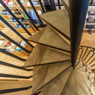 Modehaus Grüner: Store in Velden - Herren - Aufgang (Bild 5 von 9)